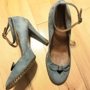👠 Marc Jacobs blue suede leather heels w bows